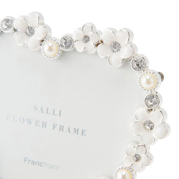 SALLI FLOWER FRAME HEART White