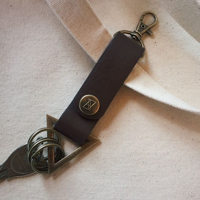 TRIANGLE KEY CHAIN Brown/Gold