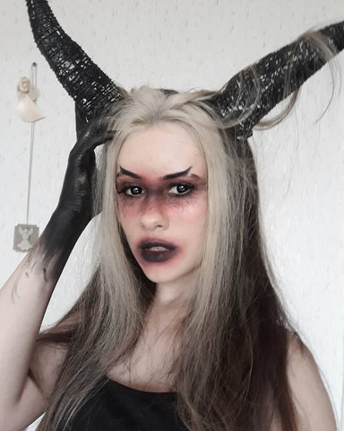 makeup idea with two horns for halloween