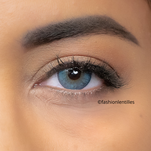 blue contact lenses with contour