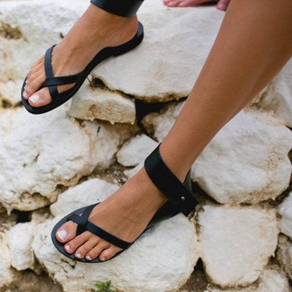 Flat With Buckle Thong Western Plain Sandals