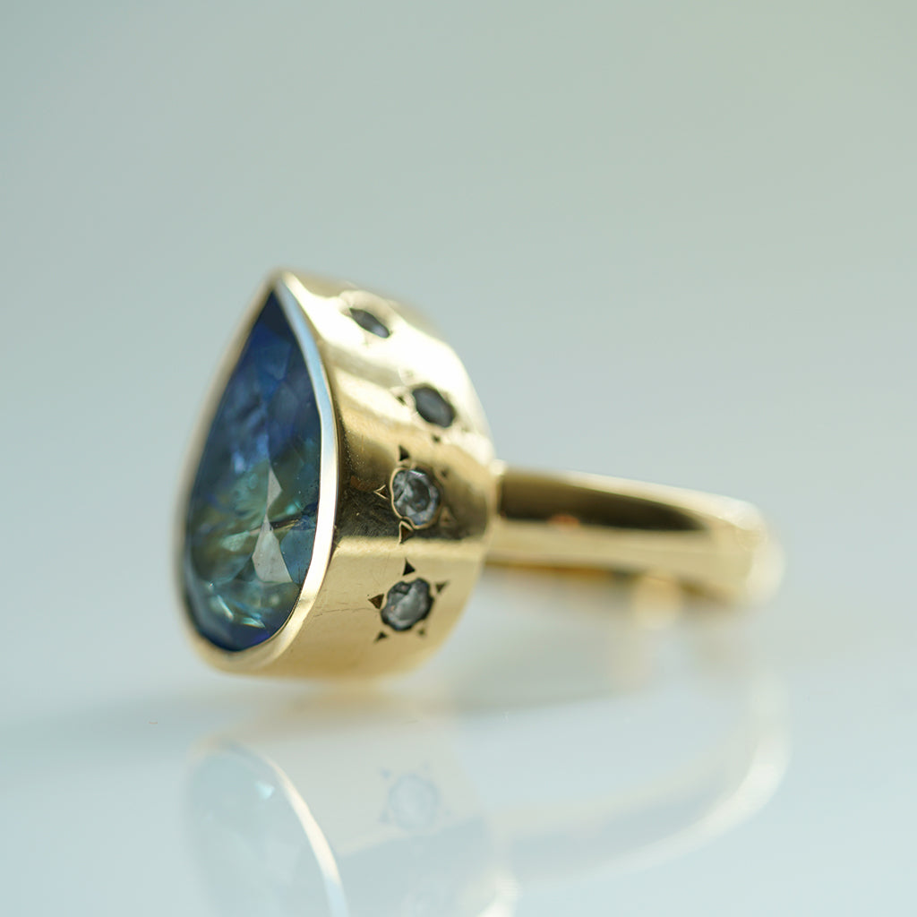 Bicolor Tourmaline Pear Shape gold ring w/ Star Pavé set diamonds