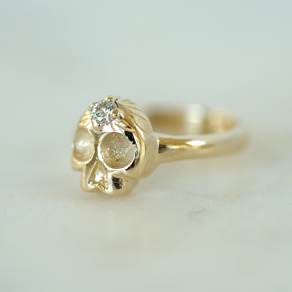 Memento Mori Gold skull ring with diamond