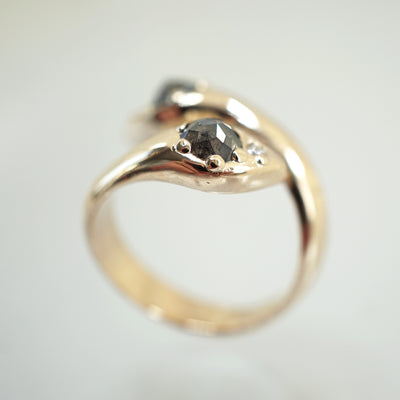 Snake Diamond Ring in gold