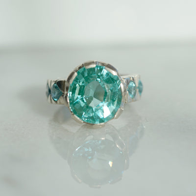 Blue tourmaline ring with Apatites