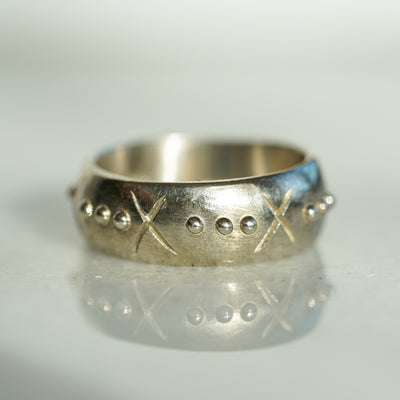 Cross and 3 dots silver band