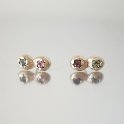 2 Dot Stud Gold earrings with sapphires
