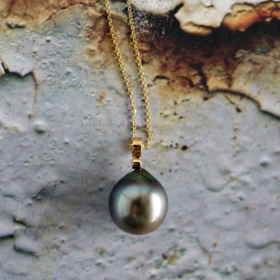 Tahitian round pearl gold necklace