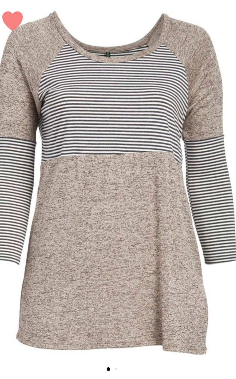 Contrast, striped tunic with a round neck and long sleeves - CURVY