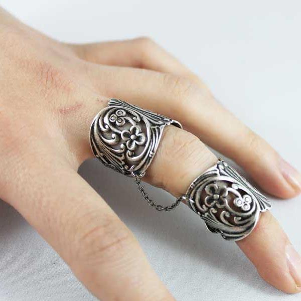 Finger Armor Slave Ring - Gothic Grace