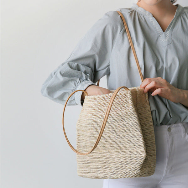 Simple straw tote handbag