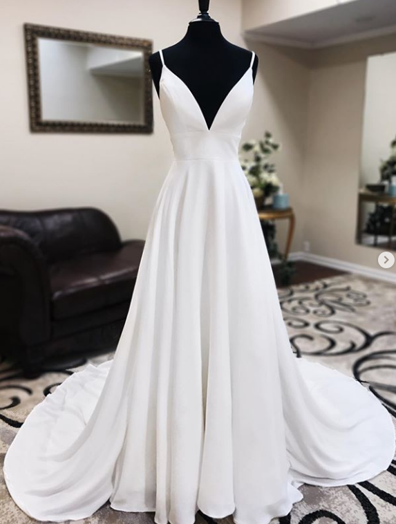 Deep V-neck A-line Beach Wedding Dress Fashion Custom Made Bridal Dress YDW0097