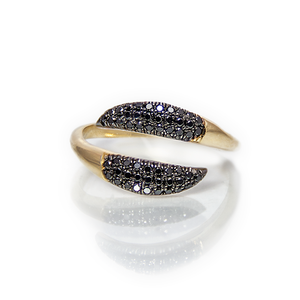 Black tails ring