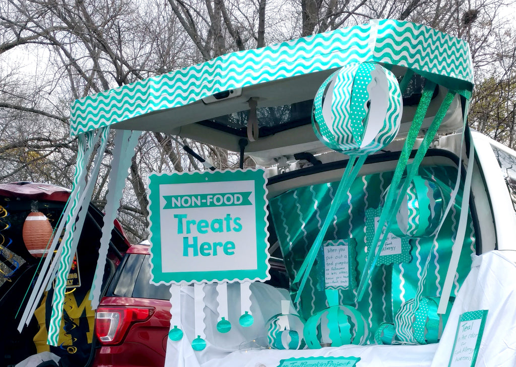 Teal pumpkin project trunk or treat food allergy friendly non-food decorating idea