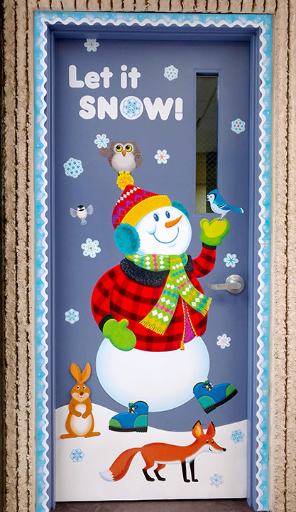 Winter snowman door décor idea.