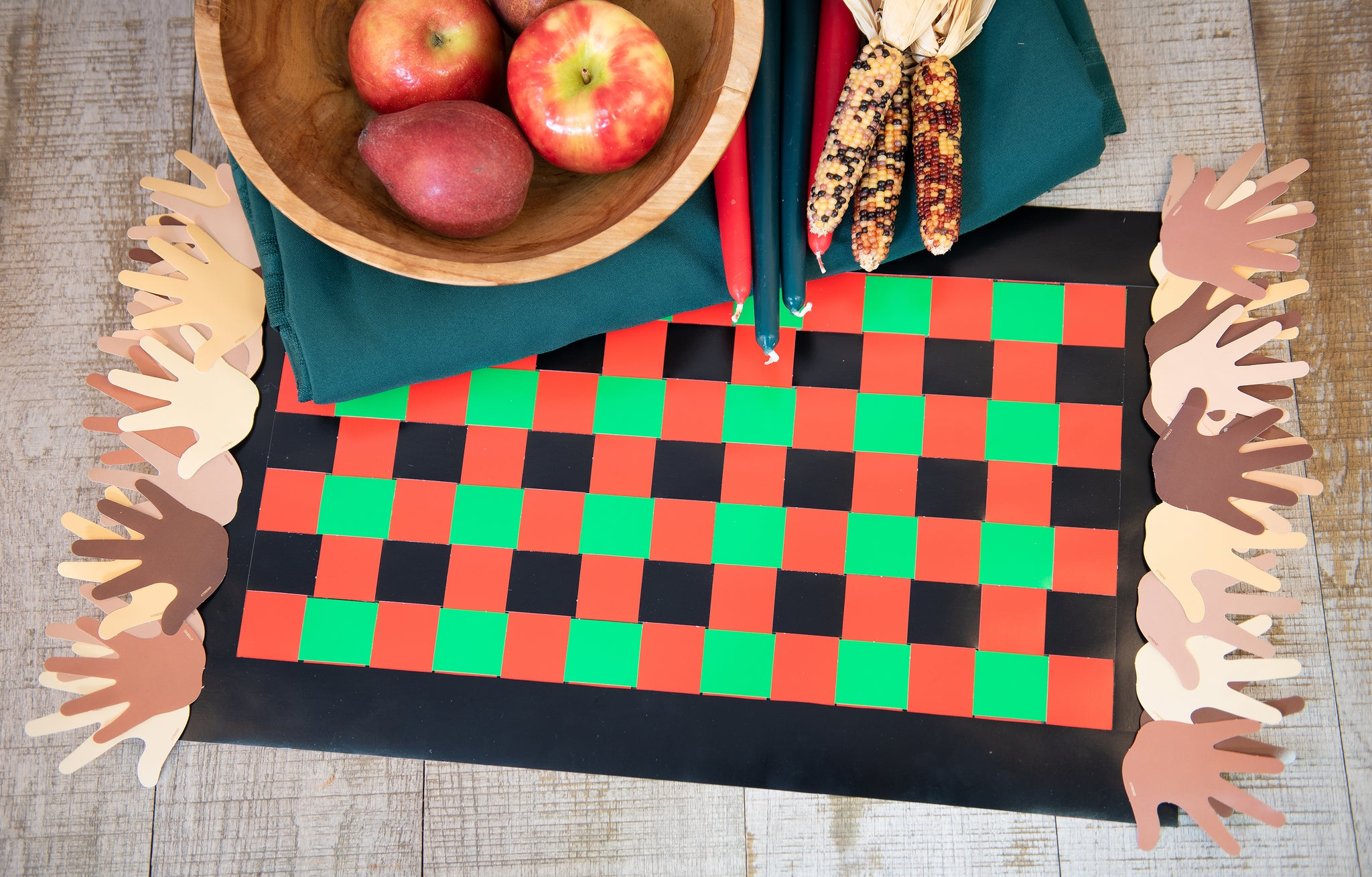 Easy Kwanzaa crafts for kids mkeka mat woven paper