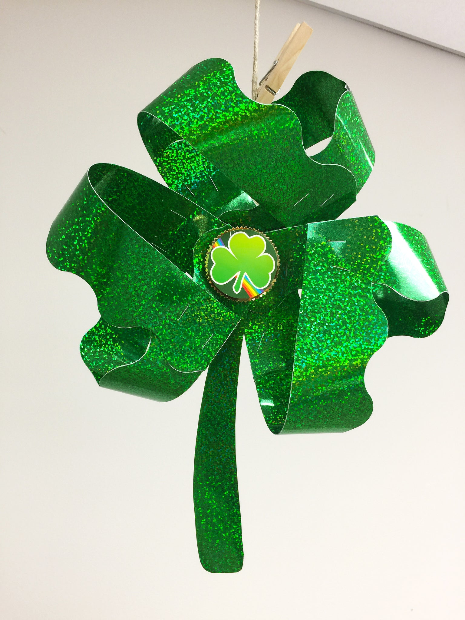 DIY paper shamrock project st. patrick's day party decoration
