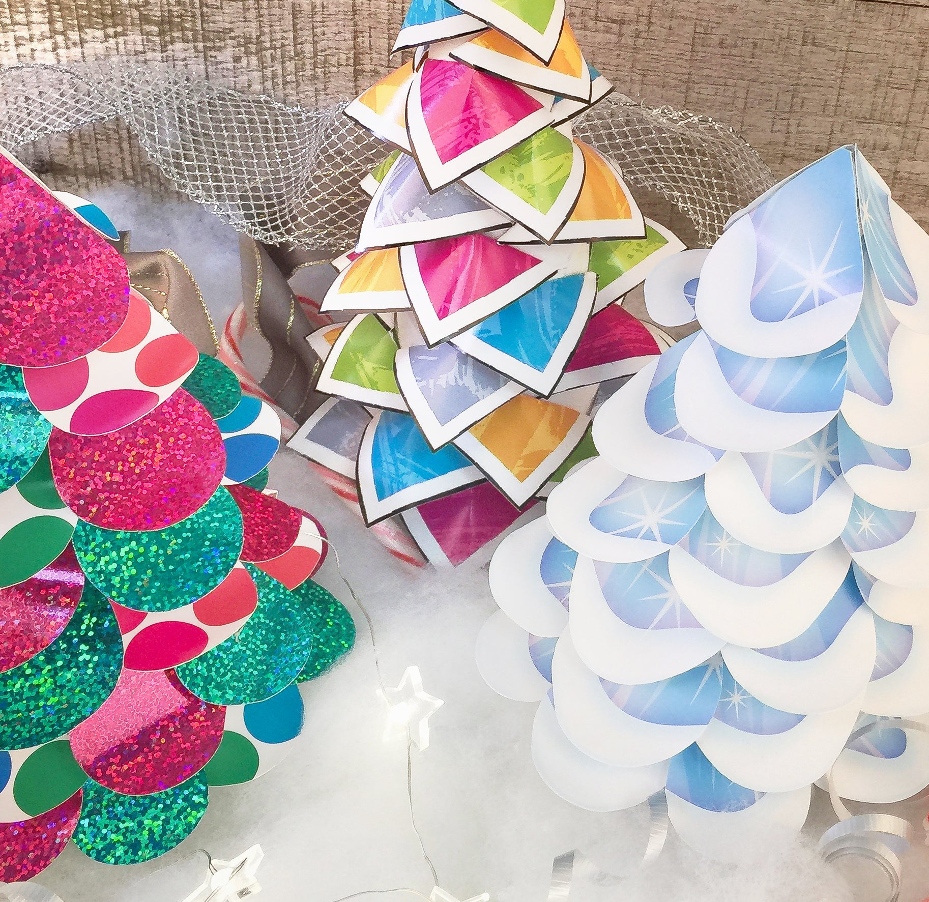 Tabletop paper Christmas trees decoration DIY project