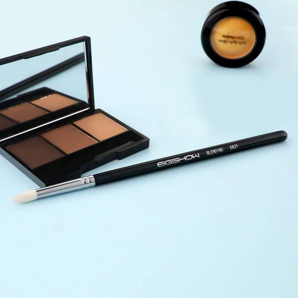 E821 - SMOKE EYE BLENDING BRUSH - EIGSHOW Beauty