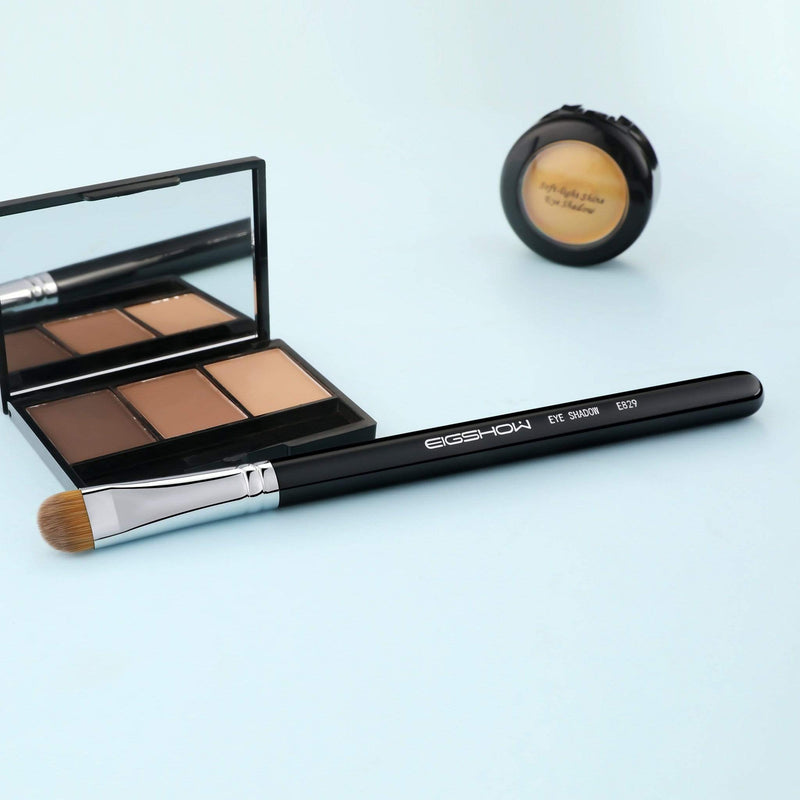 Eigshow Beauty E829 - EYE SHADOW BRUSH