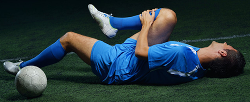 footballer suffering from a knee injury