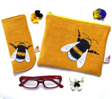 Load image into Gallery viewer, Bee glasses case