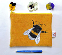 Load image into Gallery viewer, Bee zip pouch