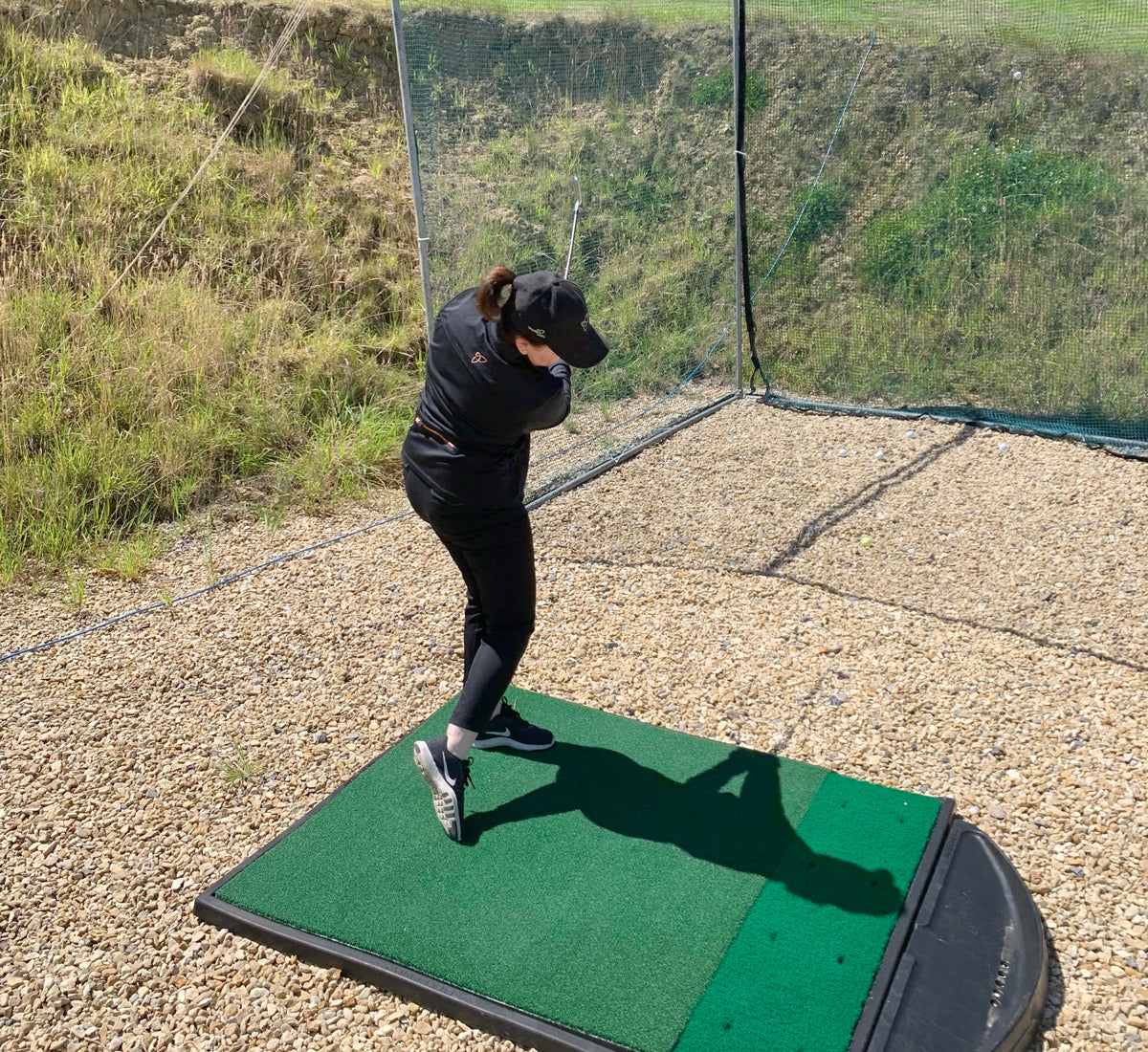 Boudavida blog Anabel practising golf