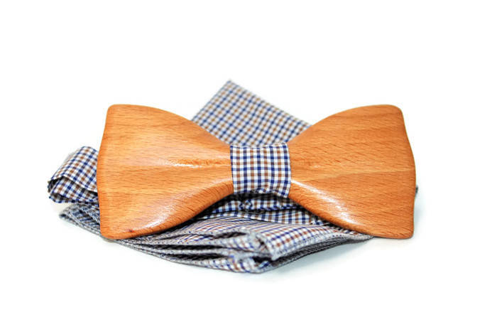 Bow tie from beech wood. Mens wooden bow tie with pocket square. Bow tie from wood.