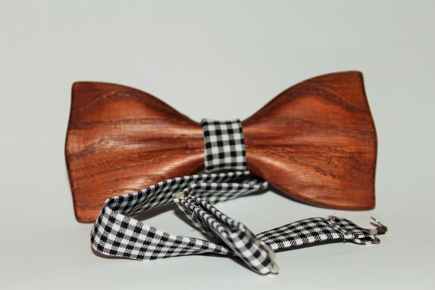 Bow tie made of a solid piece of oak wood