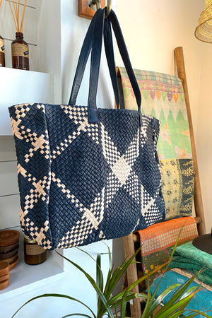 YVONNE TOTE BAG IN NAVY/BLUSH