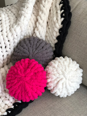 Chunky Knit Circle Throw Pillow
