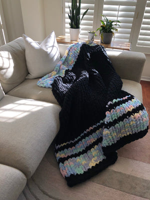 Healing Hand, Chunky Knit Blankets Black Magic