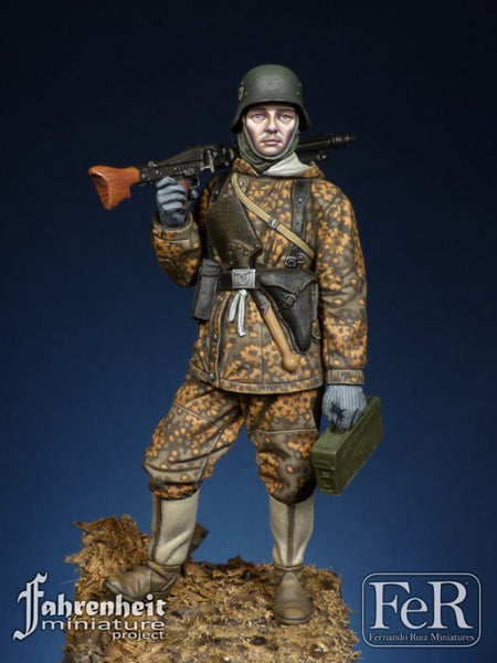 FAH00023 - MG-42 Gunner, 1944 (Scale 1/24)