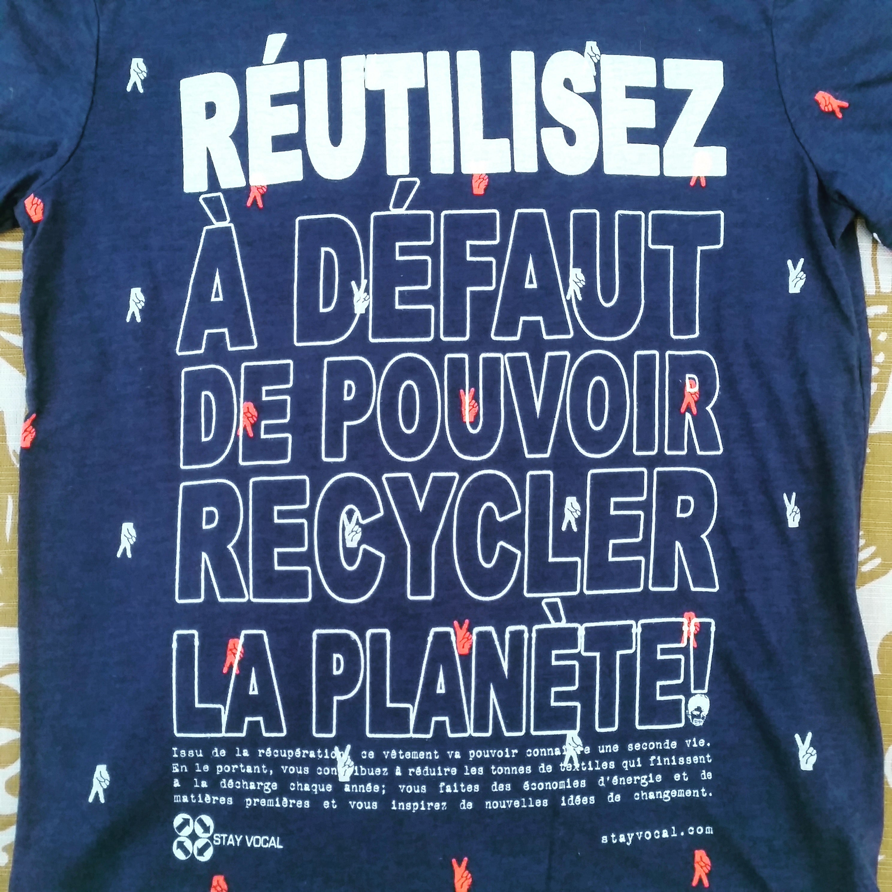 One of a Kind (Kid's M) Réutilisez Pour La Paix / REUSE For Peace T-Shirt