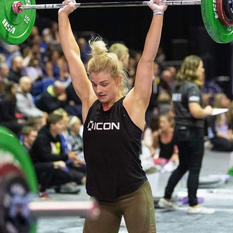 CrossFit Athlete Lois Smith Thruster