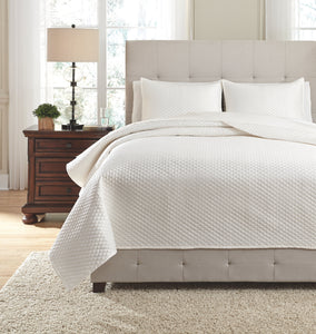 Dietrick Signature Design by Ashley Quilt Set King