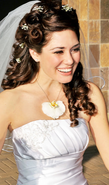 Wear Fresh Flower Jewelry for your Wedding with Fleurings by Samantha Lockwood
