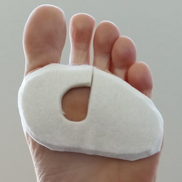 Do-it-yourself felt donut pads for blisters