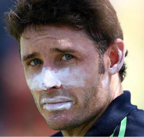Mike Hussey wearing zinc oxide
