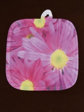 Load image into Gallery viewer, Pink Daisies Pot Holder