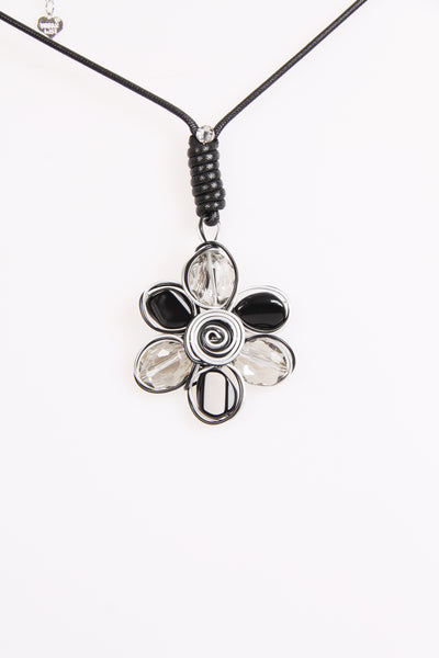 Black and White Lagen look Necklace