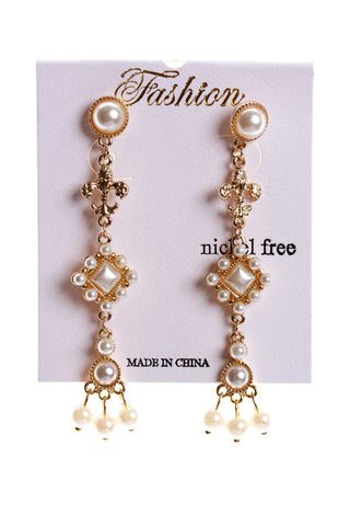 Pearl Dangling Earring in Gold