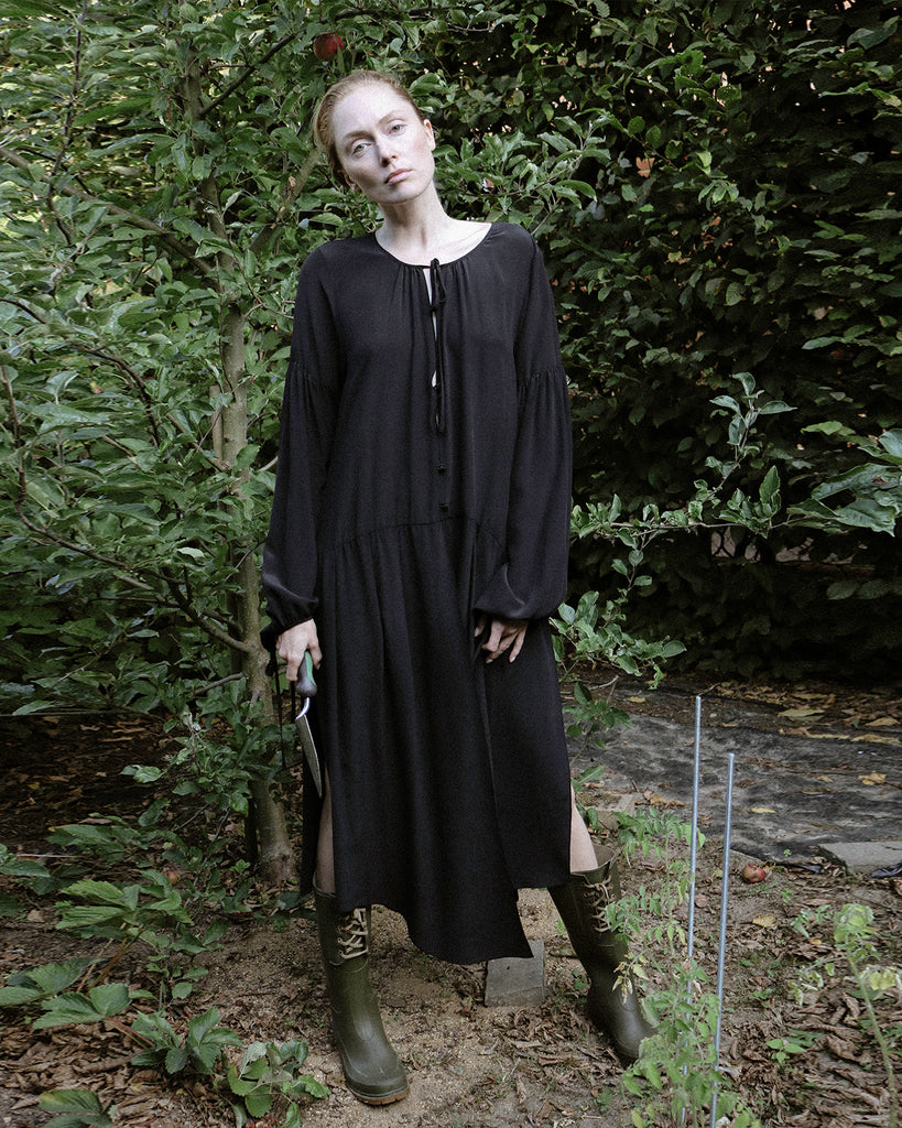 The Magga Tunic in Charcoal Noir