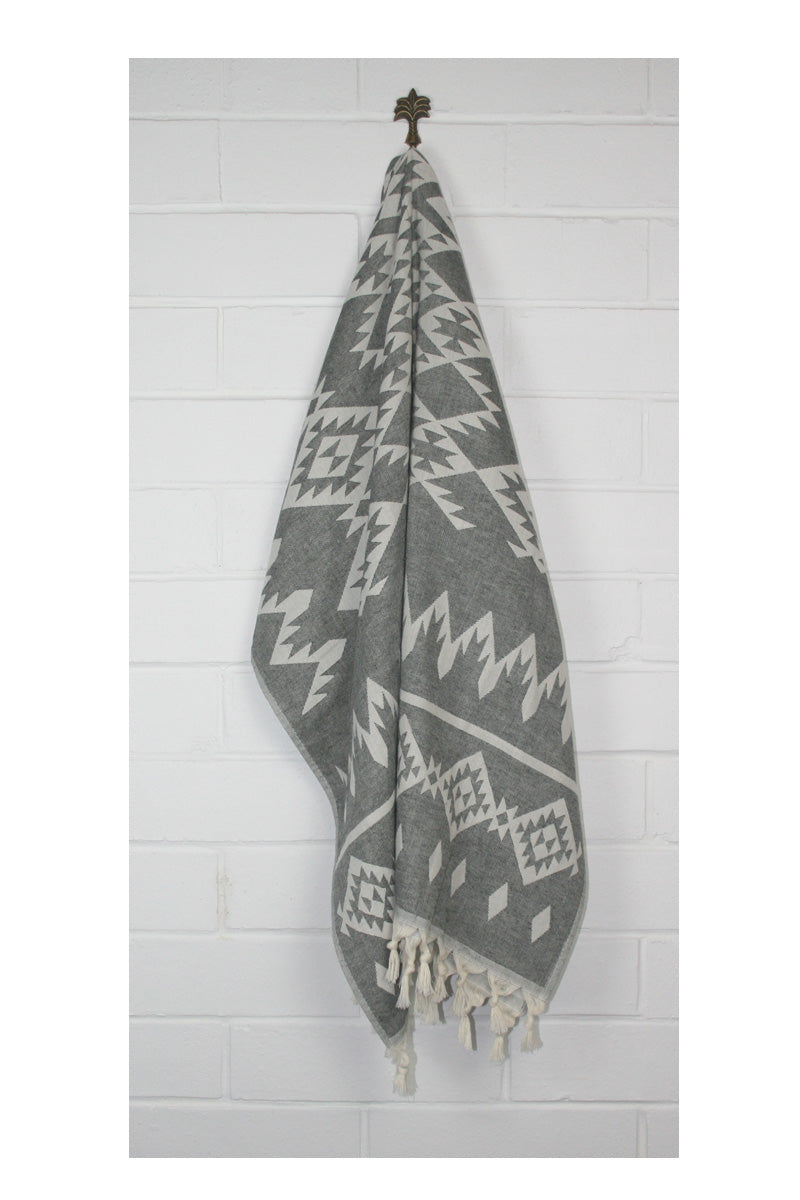 Hinterland Turkish Towel - Black - Sumavi
