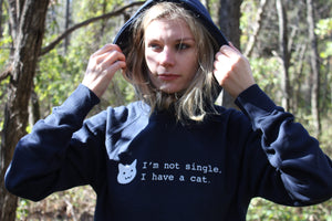 'Im not single, I have a cat' - Organic Hoodie (Navy)
