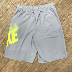 NEW Nike Boys Dri-FIT Training Shorts, Gray Size M, XL