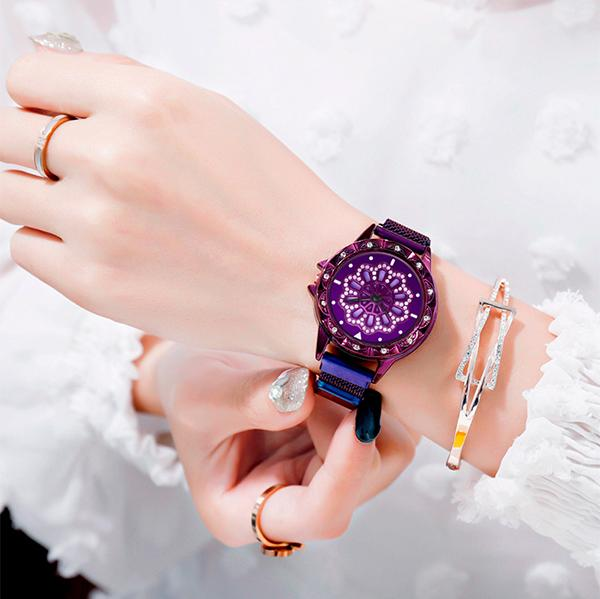(FREE SHIPPING TODAY!)Magnetic Rotate Hollow Snowflake Quartz Watch