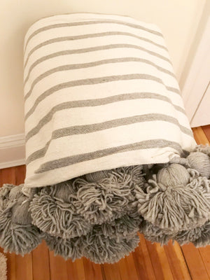 Blanket with Pompoms - WHITE / GREY STRIPES - GREY POMPOM