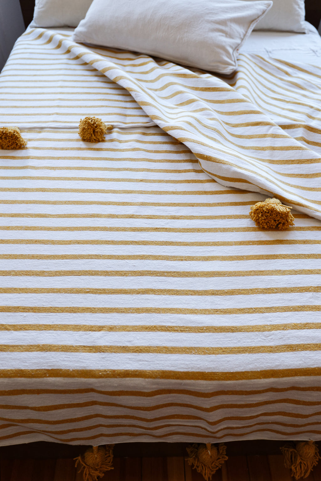 Blanket with Pompoms - WHITE / YELLOW STRIPES - YELLOW MUSTARD POMPOM